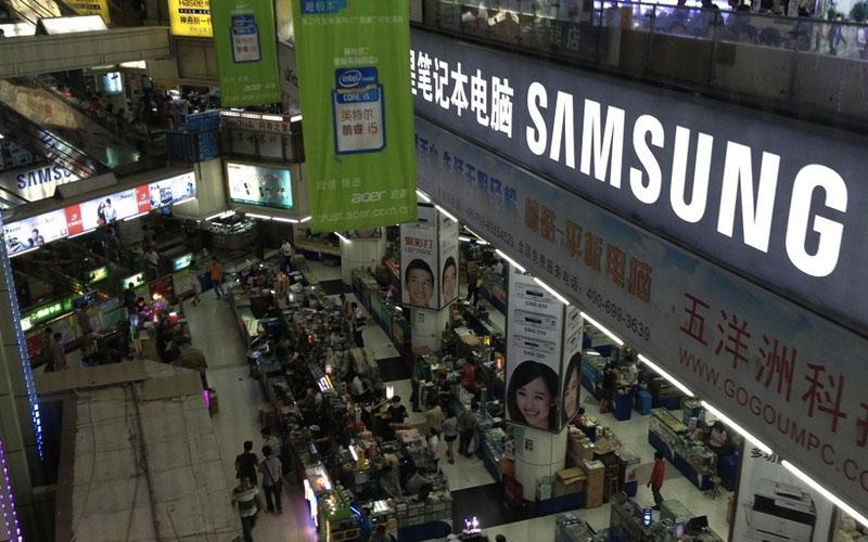 Chợ Thiên Hà là một khu chợ lớn trong đó có khu riêng về phụ kiện điện thoại Trung Quốc